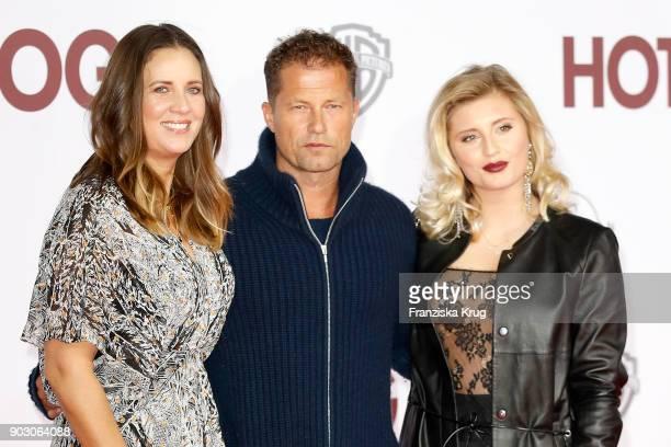 Dana Schweiger Til Schweiger and their daughter Luna Schweiger attend the 'Hot Dog' Premiere at CineStar on January 9 2018 in Berlin Germany
