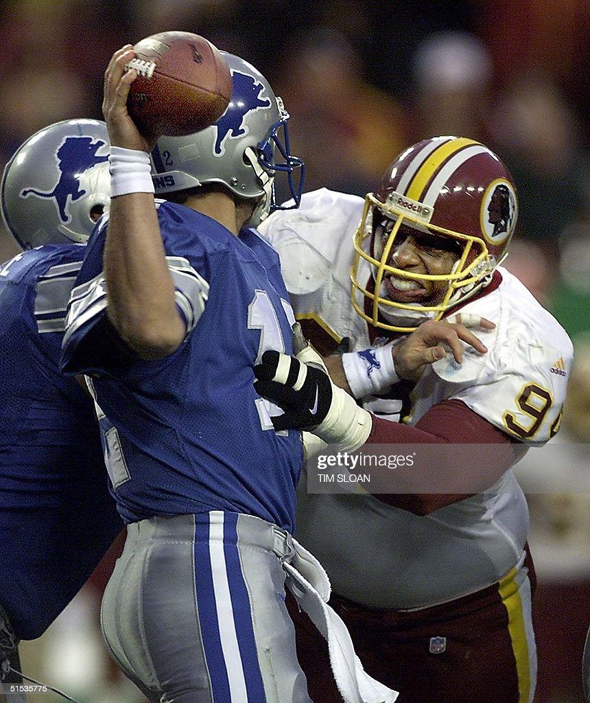 Dana Stubblefield of the Washington Redskins (R) p : News Photo