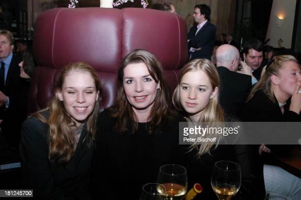 "Dana Vavrova , Tochter Janina Vilsmaier , Tochter Therese Vilsmaier , Party nach Verleihung ""Bayerischer Filmpreis"", München, ,"