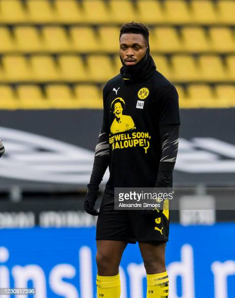 Dan-Axel Zagadou of Borussia Dortmund is wearing the warm-up jersey with the well wishes for Axel Witsel prior to the Bundesliga match between...