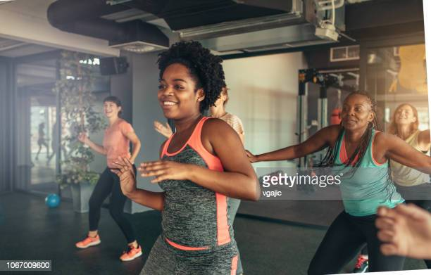 dance fitness - instructor stock pictures, royalty-free photos & images