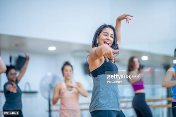 dance fitness - dance studio stock pictures, royalty-free photos & images