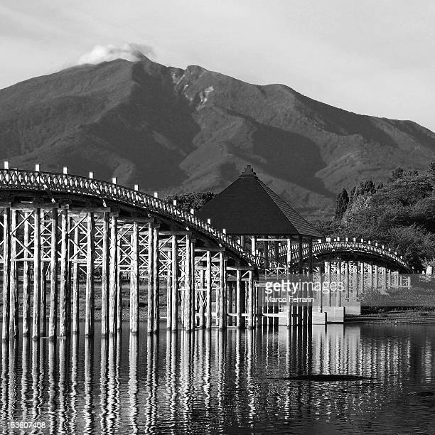 dance of crane (hokusai bridge) - katsushika hokusai stock pictures, royalty-free photos & images