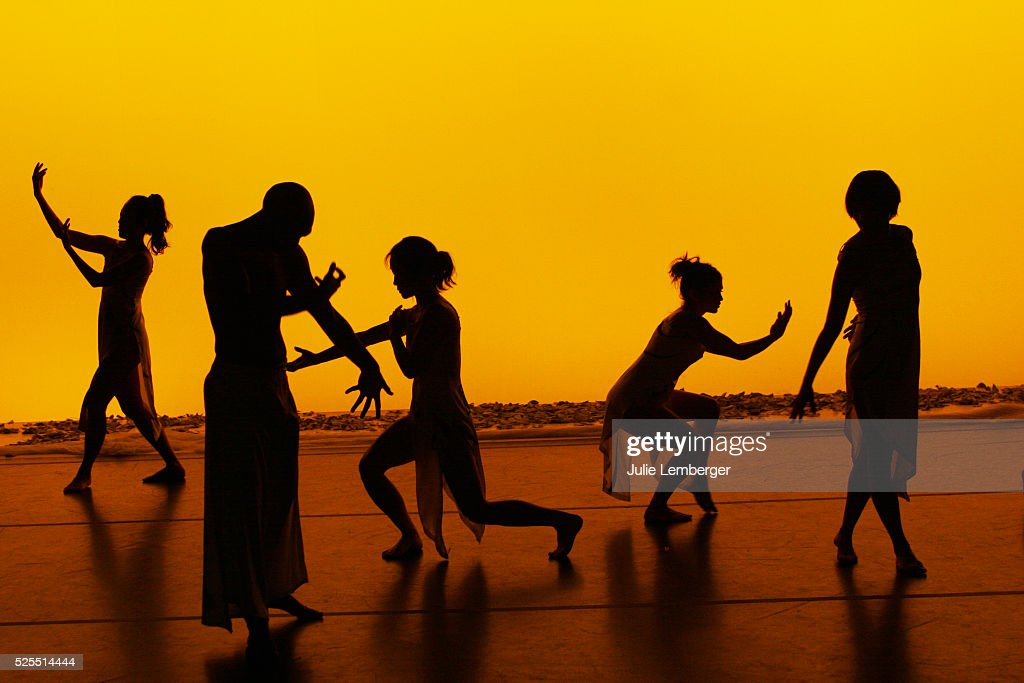 Dance Theater Workshop Performance of Dao Anh Khanh and Stephan Koplowitz' A Walk Between Two Worlds : News Photo