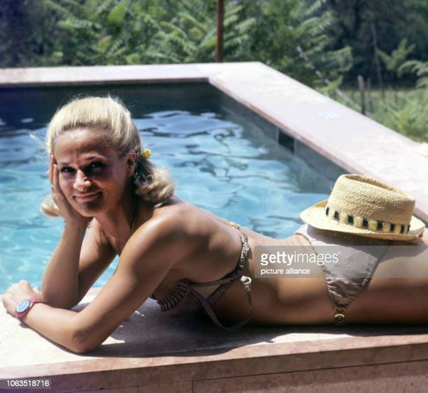 Dancer and choreographer Irene Mann at the pool of her holiday home in Bardolino at Lake Garda in Italy on holiday in July 1969 The house is called...