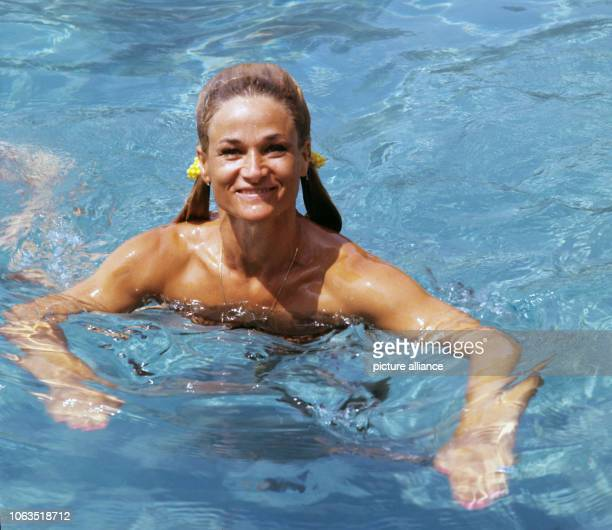 Dancer and choreographer Irene Mann in the pool of her holiday home in Bardolino at Lake Garda in Italy, on holiday in July 1969. The house is called...
