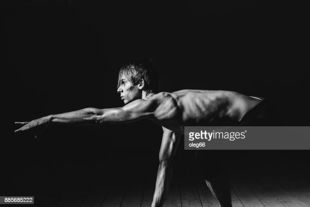 tänzerin im studio - menschlicher rücken stock-fotos und bilder