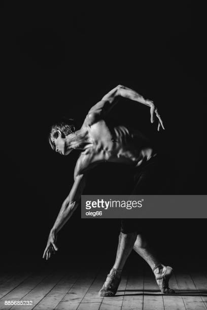 bailarina en el estudio - desnudos masculinos fotografías e imágenes de stock