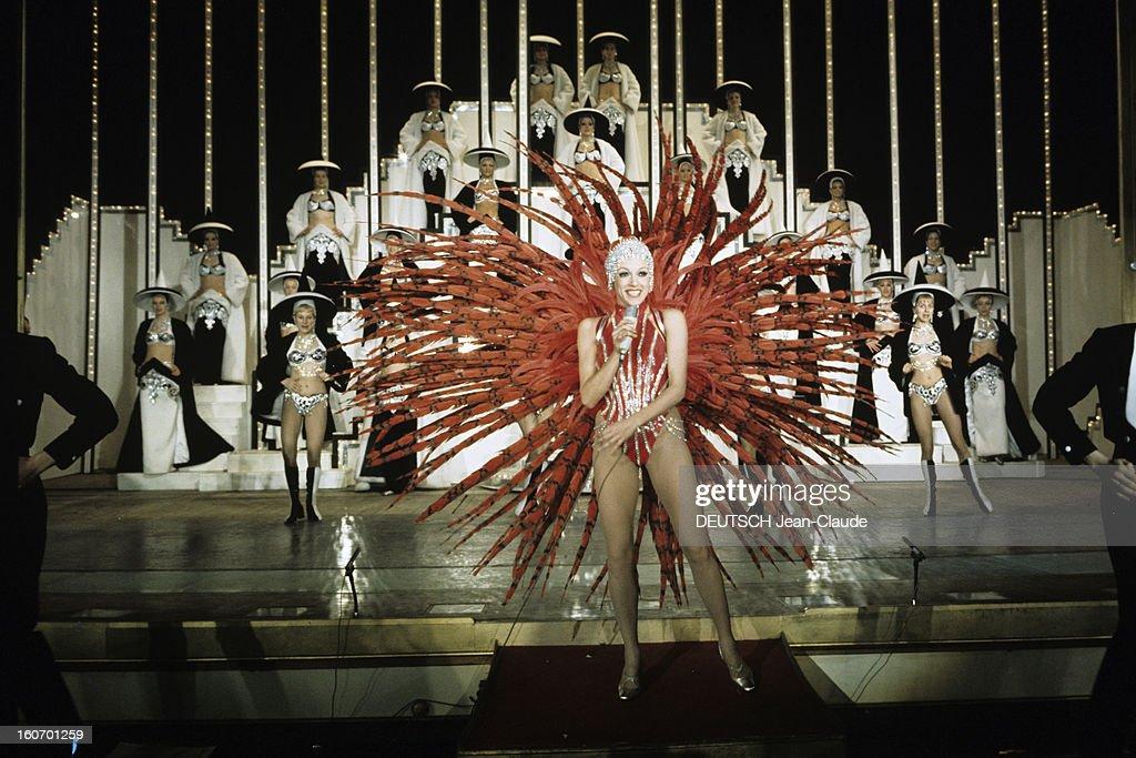 Dancer Liliane Montevecchi At The Folies-bergeres : News Photo
