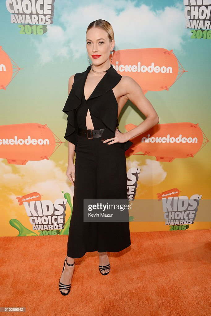 Dancer Peta Murgatroyd attends Nickelodeon's 2016 Kids' Choice Awards at The Forum on March 12, 2016 in Inglewood, California.
