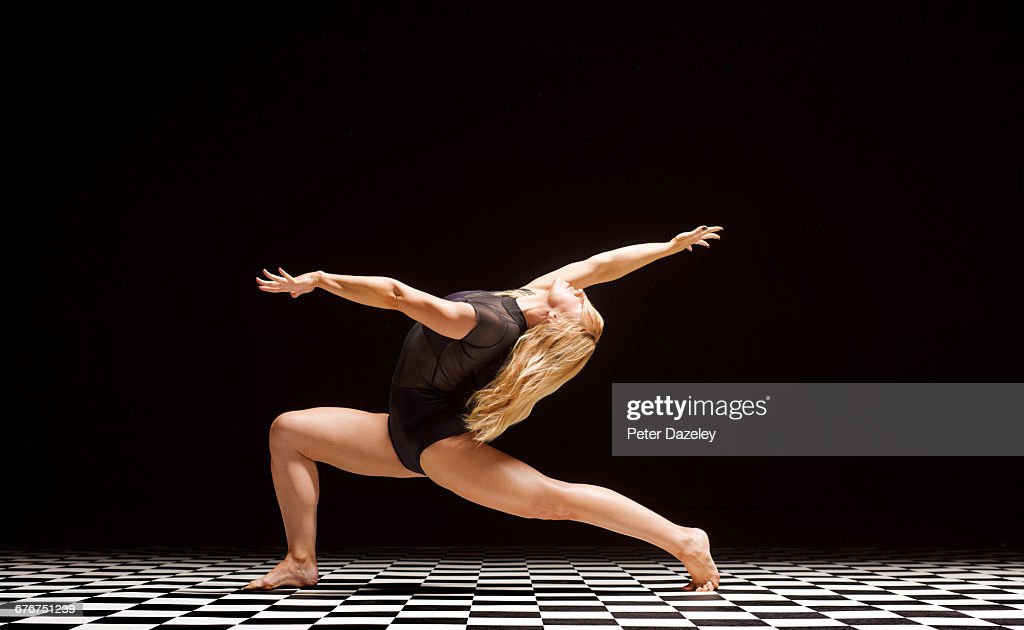 Dancer stretching keep fit : Stock Photo
