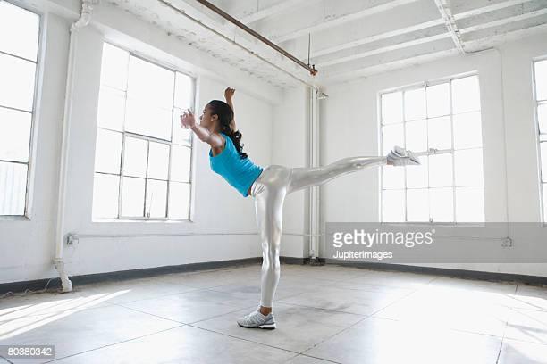 dancer stretching - アラベスクポジション ストックフォトと画像