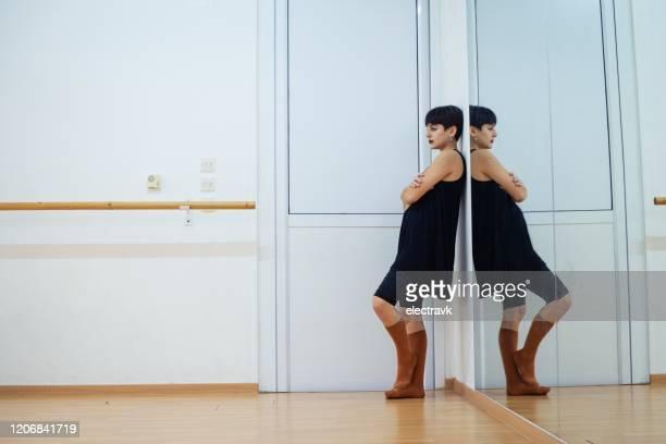 dansare tar en paus - dance troupe bildbanksfoton och bilder