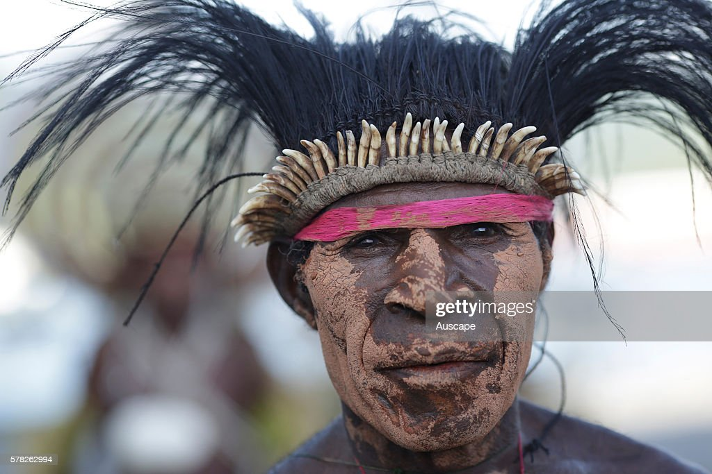 Dancer with feather headdress participating in a welcome ritual : News Photo