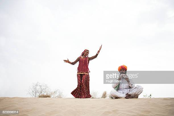 dancer with musician - hugh sitton india stock pictures, royalty-free photos & images