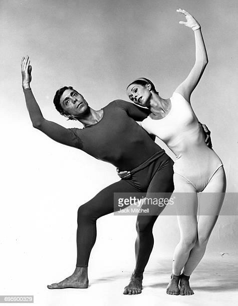 Dancer/choreographer Paul Taylor and dancer Bettie de Jong performing Public Domain in 1968