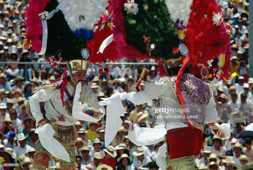 Dancers, Feather dance during festival, Oaxaca : News Photo