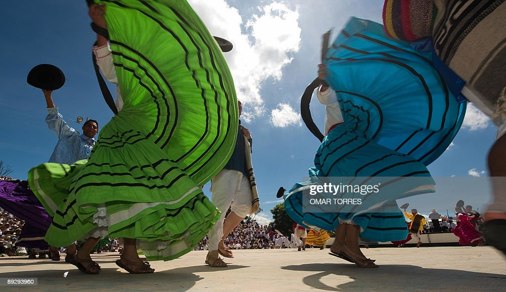 Dancers from Ixtepec city perform during : News Photo