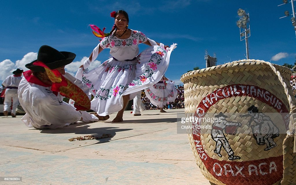Dancers from San Pablo Macuiltianguis pe : News Photo
