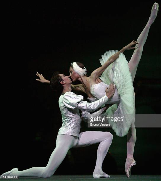 "Dancers from The Bolshoi Ballet participate in a technical rehearsal of ""Swan Lake"" at the Royal Opera House, Covent Garden July 22, 2004 in London...."