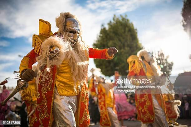 dancers in costumes and masks, fiesta de la virgen de la candelaria, copacabana, lake titicaca, bolivia, south america - fiesta de la virgen de la candelaria fotografías e imágenes de stock