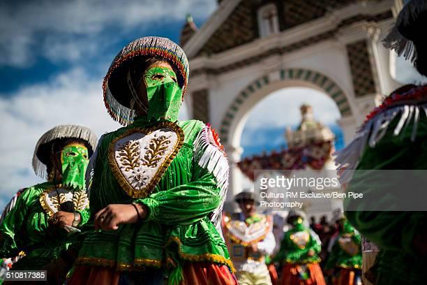 dancers in masks and costume, fiesta de la virgen de la candelaria, copacabana, lake titicaca, bolivia, south america - fiesta de la virgen de la candelaria fotografías e imágenes de stock