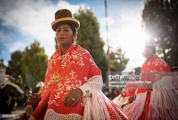 dancers in traditional costume, fiesta de la virgen de la candelaria, bolivia - fiesta de la virgen de la candelaria fotografías e imágenes de stock
