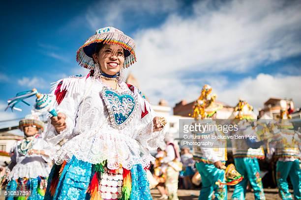 dancers in traditional costume, fiesta de la virgen de la candelaria, copacabana, lake titicaca, bolivia, south america - fiesta de la virgen de la candelaria fotografías e imágenes de stock