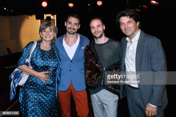 Dancers of the show Luciano Rosso and Alfonso Baron pose between Bruno Madinier and his wife Camille Jean-Robert after the 'Un Poyo Rojo' Theater...