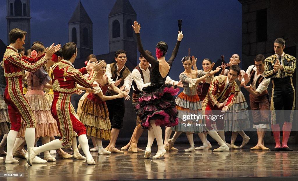 'Don Quijote' At Zarzuela Theatre : Nachrichtenfoto