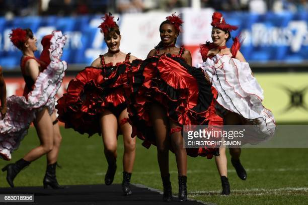 Dancers perform before the final of Rugby 7 Paris tournament rugby 7 match South Africa vs Scotland at Jean Bouin stadium in Paris on May 14 2017 /...