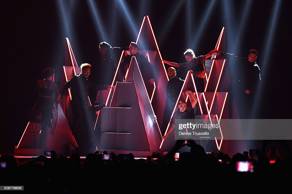"Selena Gomez ""Revival World Tour"" Opening Night Las Vegas : News Photo"