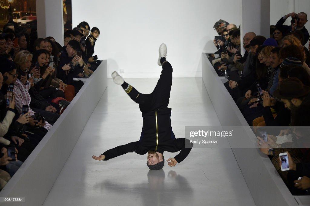 agnes b. : Runway - Paris Fashion Week - Menswear F/W 2018-2019 : ニュース写真