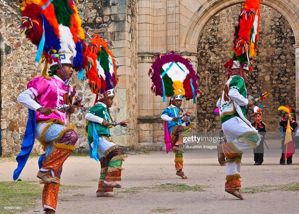 Dancer Reenacts Zapotec History During the Guelaguetza Festival, Cuilapan, Mexico : News Photo