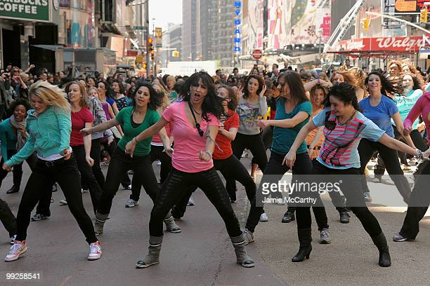 Dancers treated New Yorkers to a flash mob performance, a choreographed dance showcasing beautiful hair, to launch a nationwide surprise from SuaveAE...