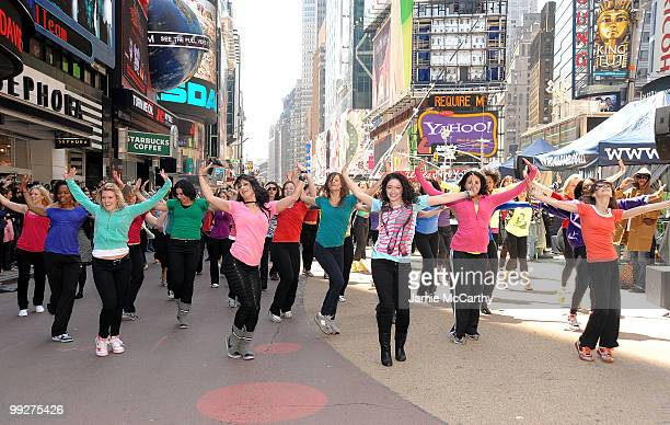 Dancers treated New Yorkers to a flash mob performance a choreographed dance showcasing beautiful hair to launch a nationwide surprise from SuaveAE...