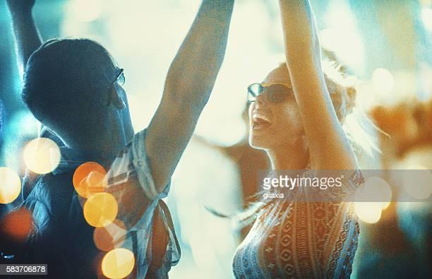 danse au concert. - scène urbaine photos et images de collection