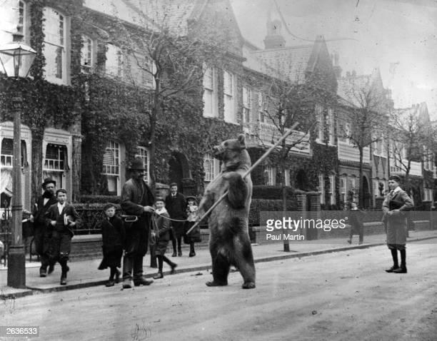 A dancing bear in a London street