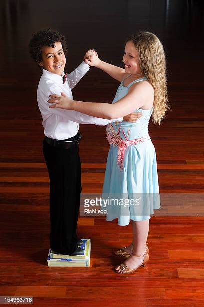 dancing children - gewalt stockfoto's en -beelden