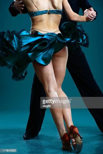 couple de danse - danse latine photos et images de collection