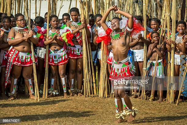 dancing display - reed dance stock pictures, royalty-free photos & images