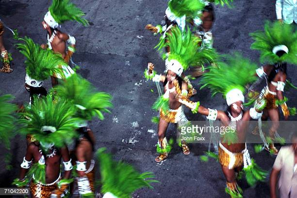dancing group - brazilian carnival stock pictures, royalty-free photos & images