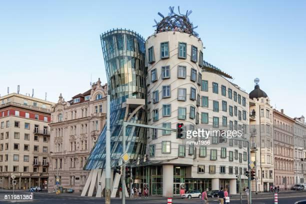 ハウス (tančící dům) またはフレッドとジンジャーを踊る。プラハ。 - moderno ストックフォトと画像