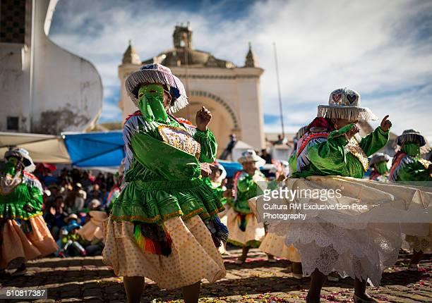 dancing in masks and costumes, fiesta de la virgen de la candelaria, copacabana, lake titicaca, bolivia, south america - fiesta de la virgen de la candelaria fotografías e imágenes de stock