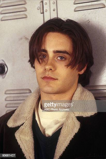 LIFE 'Dancing in the Dark' Season One 9/1/94 Angela awkwardly tried to get closer to Jordan Catalano