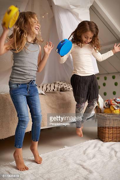 ballare per loro regolazione - tambourine foto e immagini stock