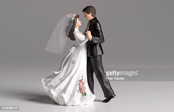 Dancing wedding cake figurines