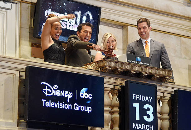 Photos Et Images De Dancing With The Stars Judges Ring The Nyse