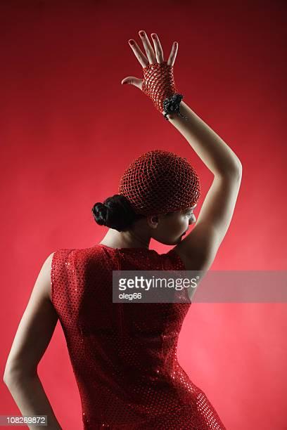 dancing mujer - red dress fotografías e imágenes de stock