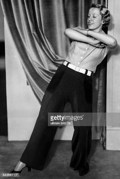 Dancing WomanGertrud Prey Photographer Curt Ullmann Published by 'Hier Berlin' 14/1937Vintage property of ullstein bild